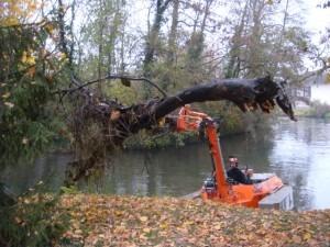 Un grappin forestier pour le bateau amphibie c 580 h